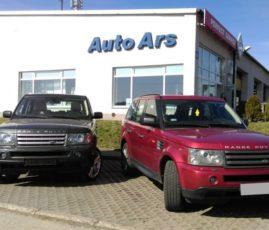 Range Rover'y przed Auto Ars