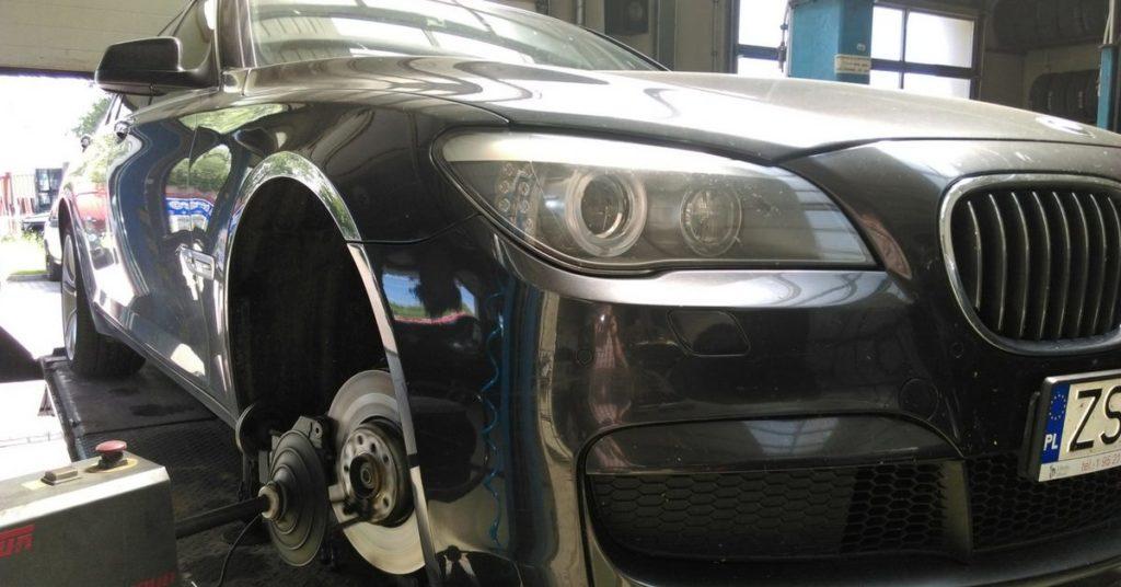 Przetaczanie tarcz hamulcowych bez demontażu w Auto Ars