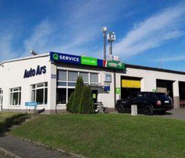 Serwis samochodowy Auto Ars należący do sieci warsztatowej Q Service Castrol. Wejście do Biura Obsługi Klienta oraz hala warsztatowawarsztatowej