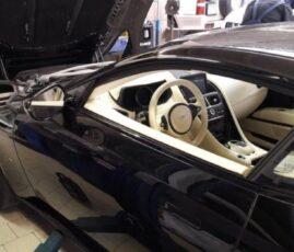 Aston Martin w warsztacie samochodowym Auto Ars